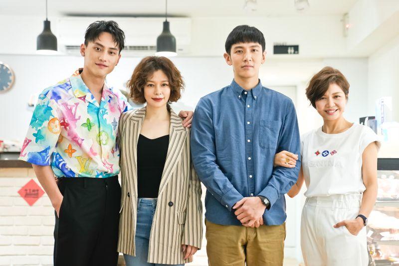 ▲范少勳(左起)、徐若瑄、柯震東、于子育出席電影《買一送一》殺青探班。(圖/甲上娛樂提供)