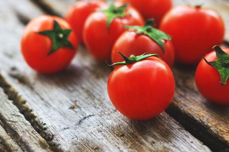 ▲牛番茄到底該怎麼挑才內行?搜狐美食專欄《味谷的廚房》就傳授「4要訣」,只要掌握這些細節,便能挑到香甜多汁又皮薄肉多的番茄囉!(圖/取自pixabay)