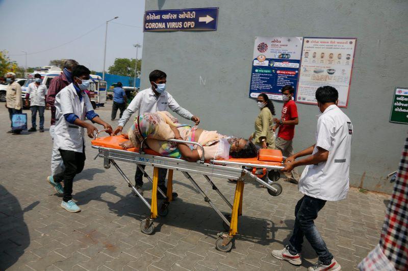印度疫情被低估!WHO專家:可能逾5億確診、上百萬死亡