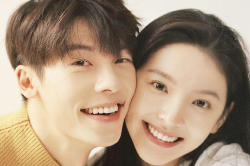 ▲許光漢(左)與章若楠在電影裡飾演糾葛15年的情侶。(圖/翻攝《你的婚禮》微博)