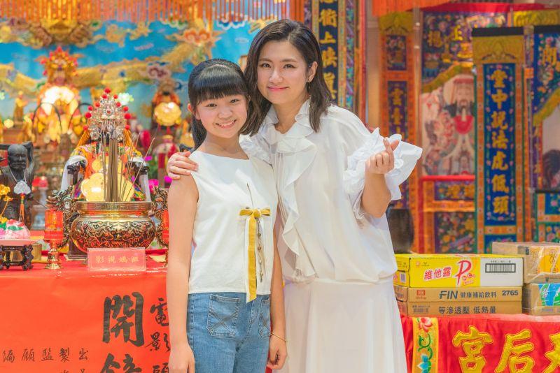 ▲Selina(右)和「小嘉玲」吳以涵演母女。(圖/皮諾丘電影提供)