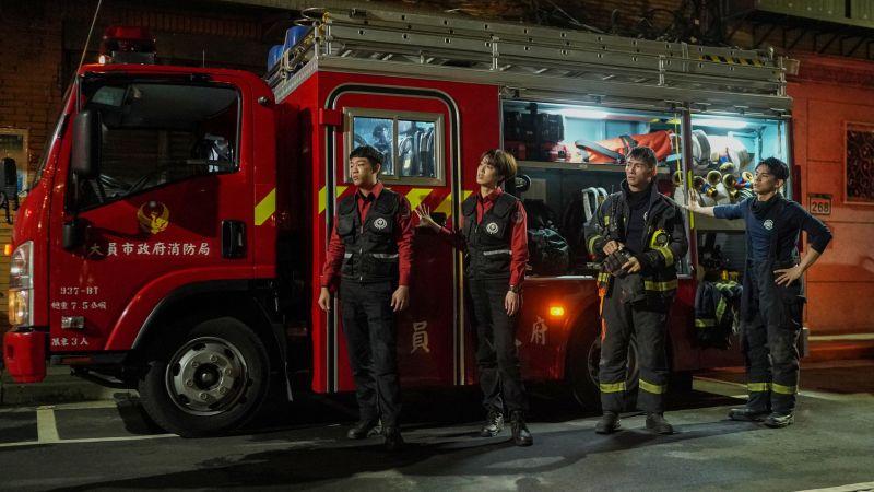 ▲謝章穎(左起)、陳庭妮、溫昇豪、林柏宏詮釋打火英雄。(圖/公共電視、myVideo提供)