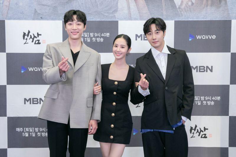 ▲申譞洙(左起)、俞利、丁一宇出席記者會。(圖/friDay影音)
