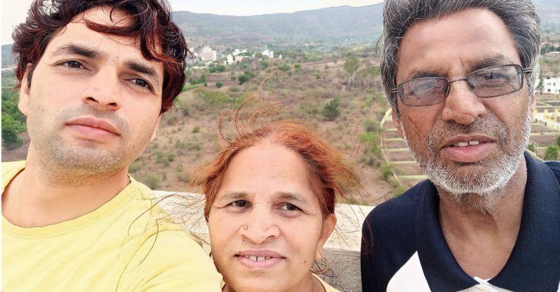 新冠害家破人亡 印度男為母求氧氣瓶還被譏是賤民