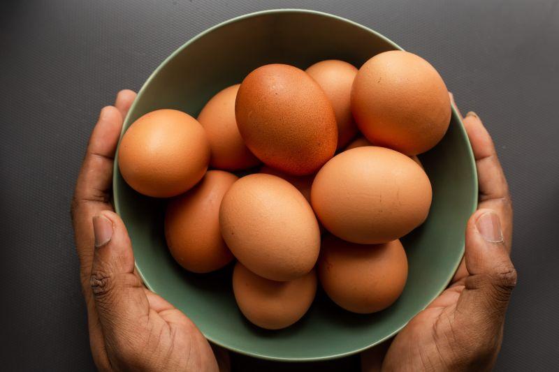 ▲滷味店的「滷蛋白」分為兩種,一種是真的用雞蛋下去慢火細滷,出鍋的雞蛋蛋黃挖出來有可能賣給其他商家兩頭賺。(示意圖/取自unsplash)