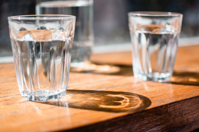 ▲近來讓日韓女性為之瘋狂的「喝水時間表」到底有沒有效果,營養師高敏敏就表示,8杯水減肥法若是搭配168斷食法,瘦身效果會更加顯著,她也透露3種人不適合。(示意圖/取自unsplash)