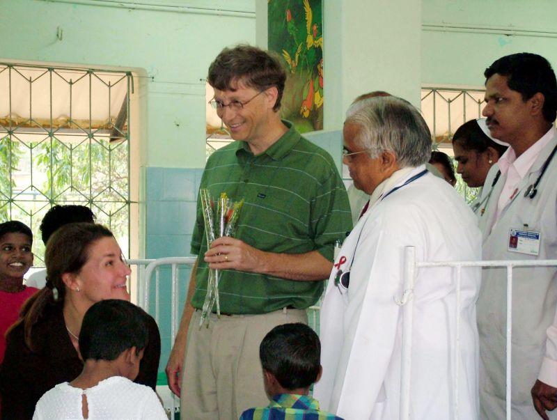 ▲▼比爾蓋茲與梅琳達皆熱心公益,過去20年走訪許多貧困地區,包含印度、孟加拉等亞洲國家,幫助許多的人。資料照。(圖/美聯社/達志影像)