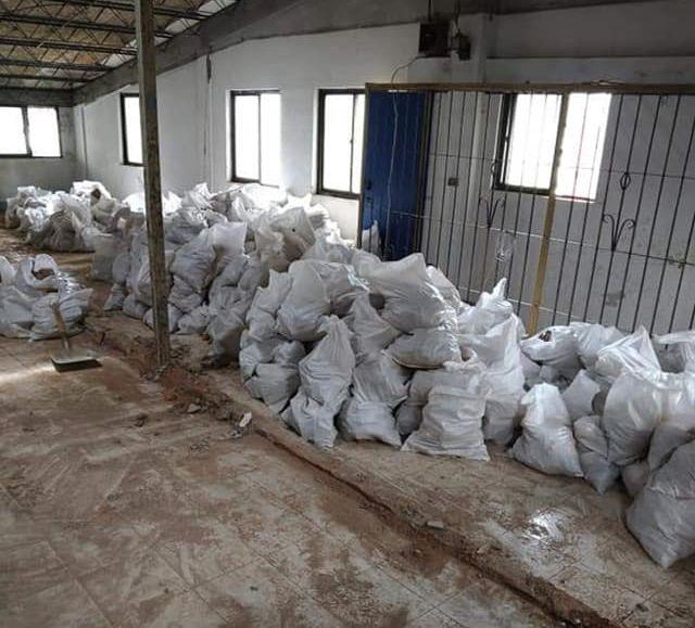 ▲工作內容就是把這些包搬去一樓,每天共要搬上千包。(圖/翻攝自《爆怨2公社》臉書)