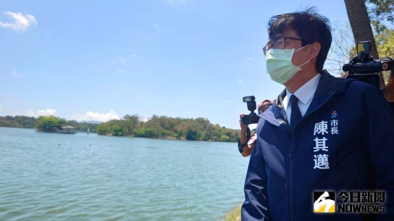 ▲高雄市長陳其邁說,看到澄清湖很多水,很療癒。(圖/記者鄭婷襄攝,2021.05.05)