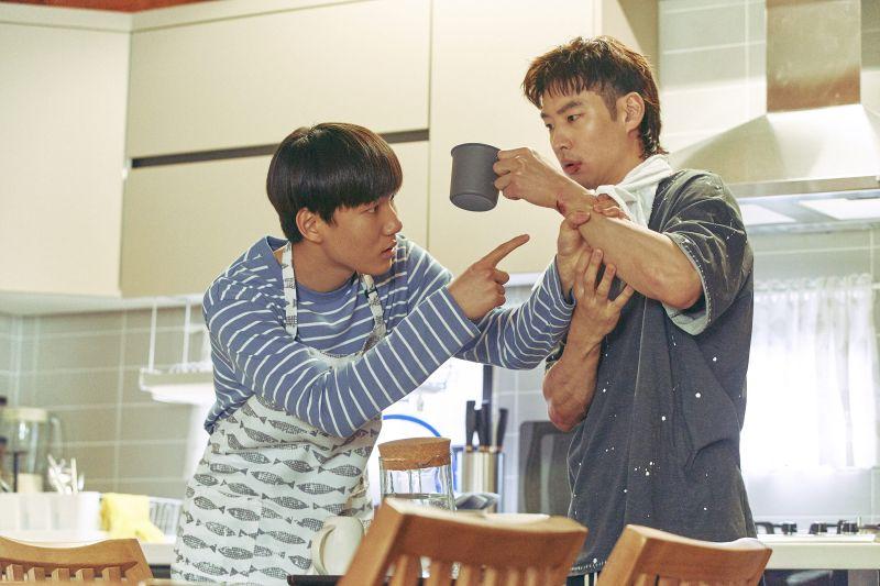 ▲▼李帝勳(上圖右)跟陳俊翔的互動與故事,讓李玉璽(下)感動泛淚。(圖/Netflix)