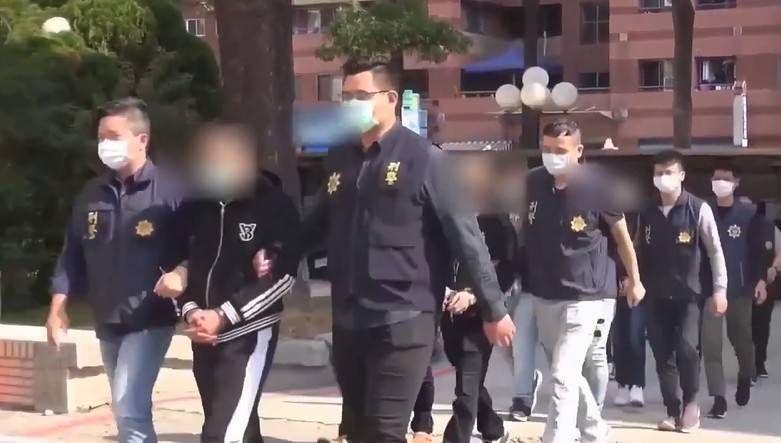 刀斧槍棍討債逞威風,中警掃黑法辦10嫌