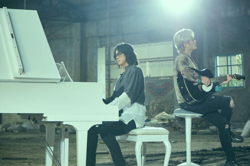 ▲F.I.R.飛兒樂團最近為靈異懸疑驚悚電影《靈語》,打造電影主題曲《將逝之愛》。(圖/華研國際提供)