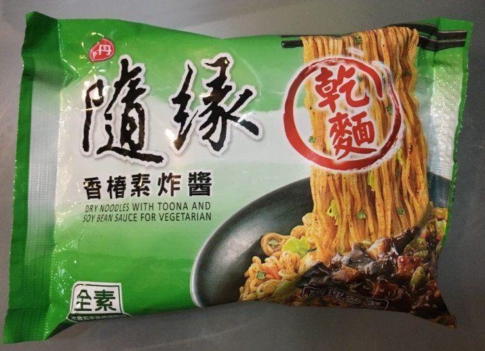 ▲網友分享朋友送給自己的「隨緣泡麵」,表示因為是素食泡麵,自己第一次嘗試,覺得味道頗佳。(塗/美食公社)