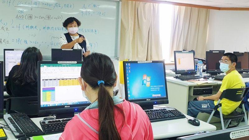 高市勞工局「用心聽見」協助視障朋友打造就業之路
