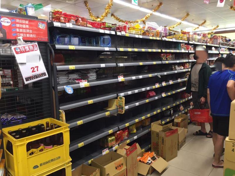 超市驚見「泡麵搶購潮」!網神回一幕秒笑翻:庫存太充足