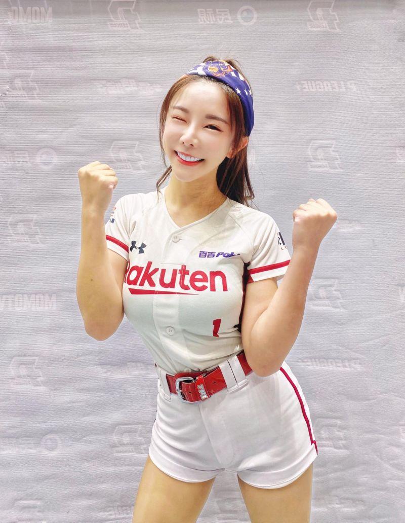▲▼巫苡萱是樂天女孩成員,也是綜藝節目常客。(圖/巫苡萱臉書)