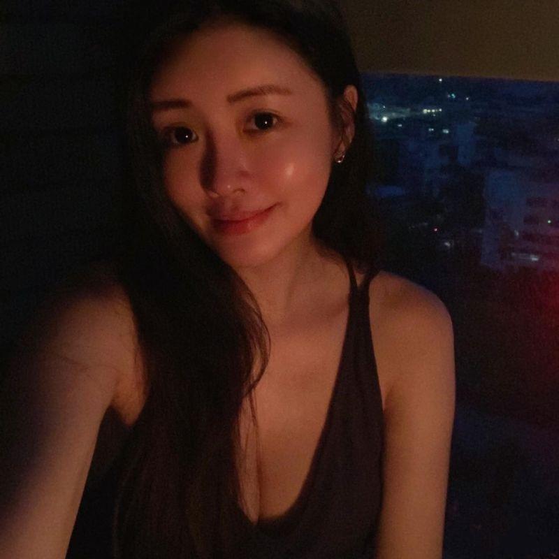 ▲賴琳恩曬出在黑暗中的自拍照。(圖/翻攝賴琳恩臉書)