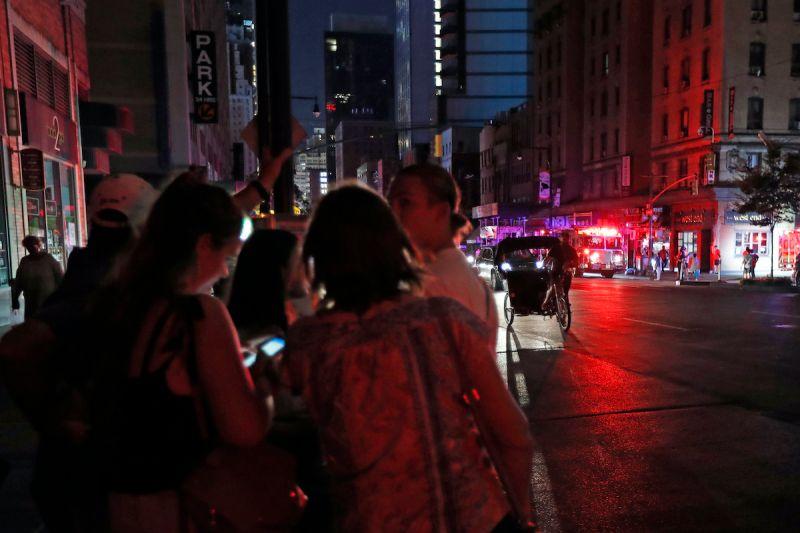 ▲美國紐約曾經因為大規模停電,交通系統癱瘓,數千人受困電梯。(圖/美聯社/達志影像)