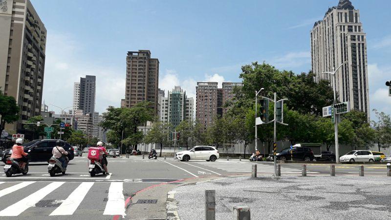 ▲大順、博愛路口的龍華國小舊址,將打造大型百貨商場。(圖/NOWnews資料照片)