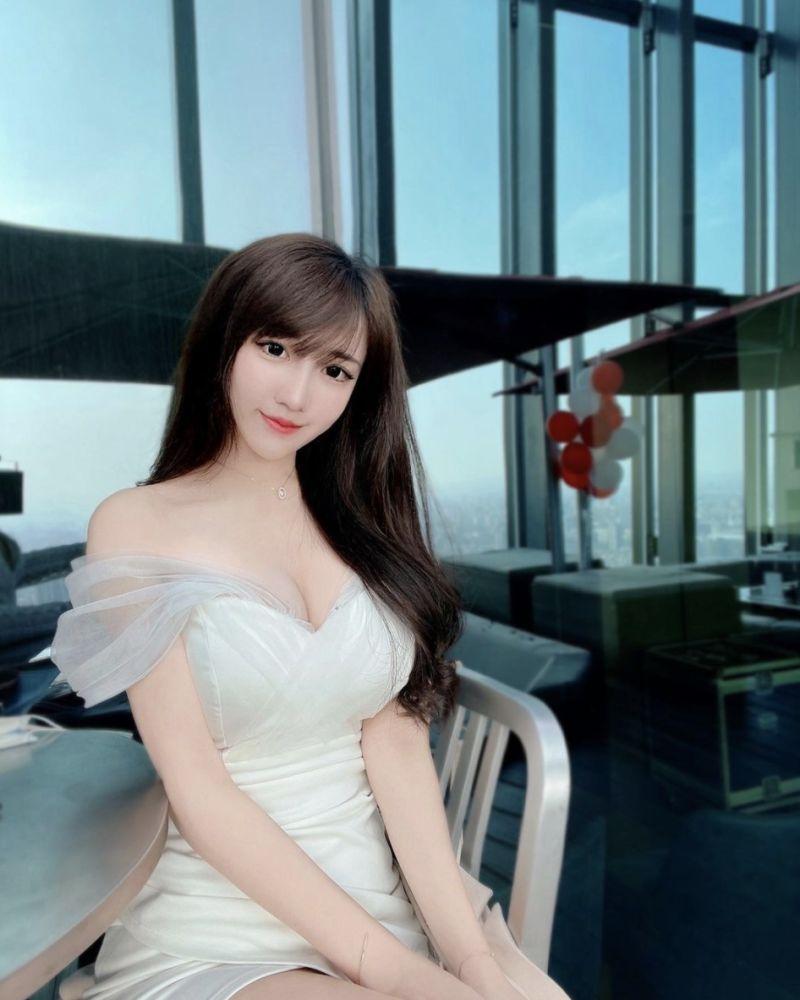 ▲怡葶擁有姣好身材,被網友封為「台灣最美護理師」。(圖/怡葶IG)