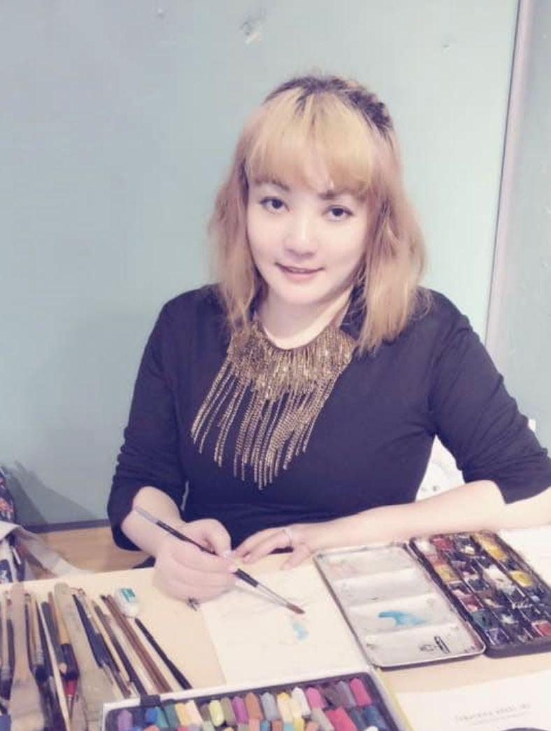 ▲凌威威除了經營畫室,近期也回去酒店工作。(圖/凌威威臉書)