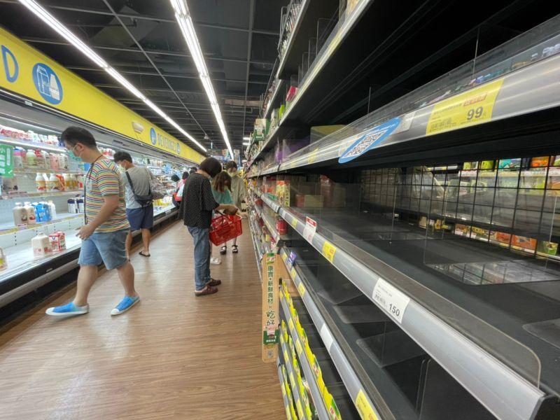 雙北民眾衝超市狂搶物資!名醫曝「這2樣東西」沒人要買