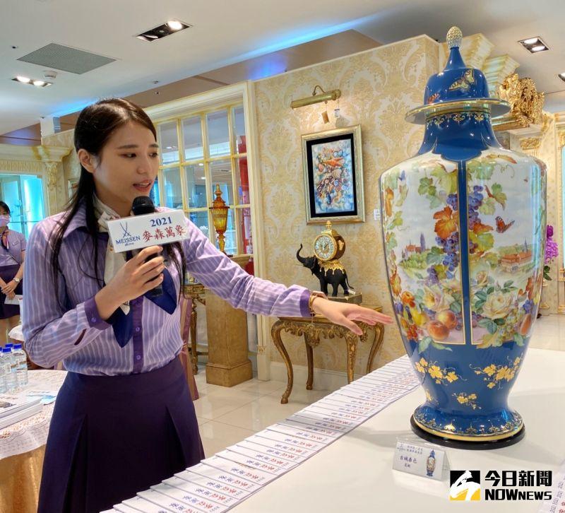 ▲身價近千萬的「古城春色」,台北首展開紅盤,「已有十組買家排隊」。(圖/記者金武鳳攝,2021.5.15)
