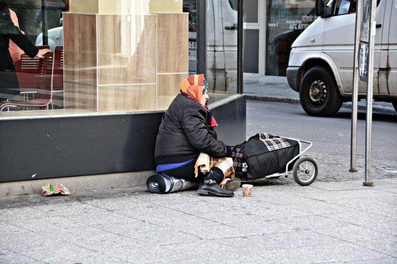 街友成「新冠弱勢」!歐洲各國供緊急住宿、物資控制疫情