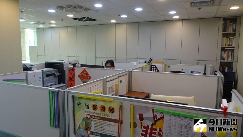 ▲雙北防疫三級警戒,立委辦公室也採取分流上班、居家辦公等防疫措施。(圖/記者呂炯昌攝,2021.05.17)