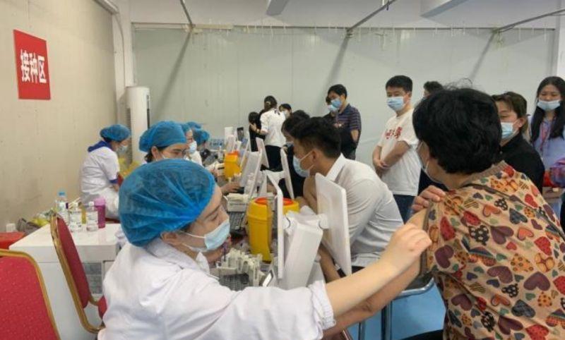 中國本土病例再現 安徽民眾搶打疫苗