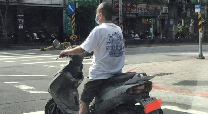 阿伯「一張騎車照」爆紅!萬人朝聖全被耍:還以為很正常