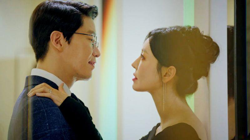 ▲金素妍(右)劇中搞外遇。(圖/東森戲劇台)