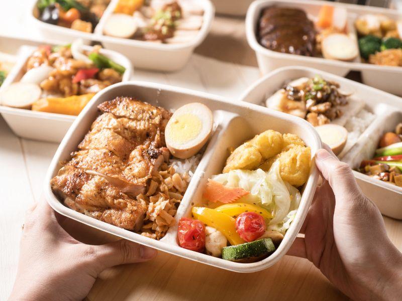 ▲六福客棧便當推出19種口味,囊括經典中式及異國風味,價格為120元到300元間。(圖/業者提供)