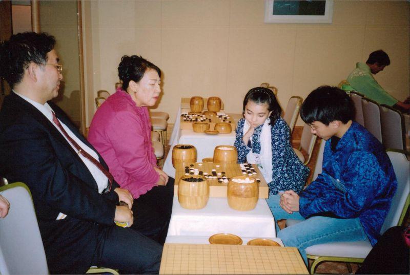 ▲▼黑嘉嘉16年前參加棋賽的側拍。(圖/黑嘉嘉臉書)
