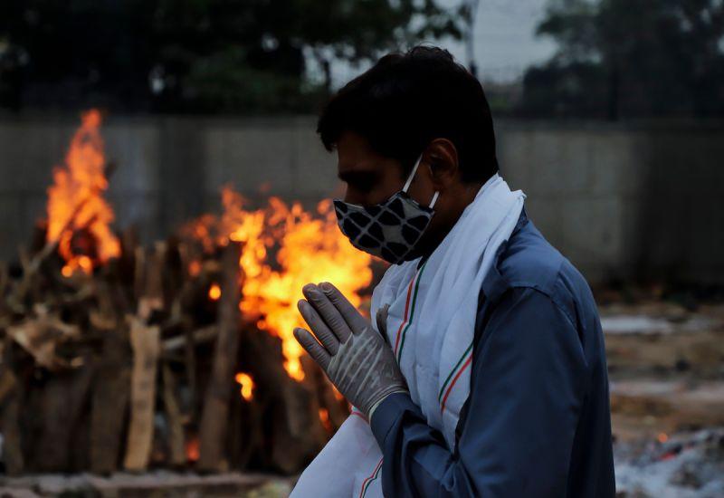 ▲印度新冠肺炎疫情嚴峻,但連兩日新增確診病例有下滑跡象,有專家預測第二波疫情可望能在7月時出現緩和。(圖/美聯社/達志影像)