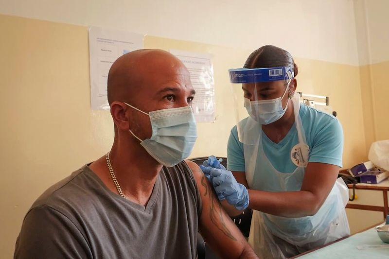 ▲東非島國塞席爾疫苗接種率高達61.4%,但近日單日新增確診數卻節節飆升。(圖/美聯社/達志影像)
