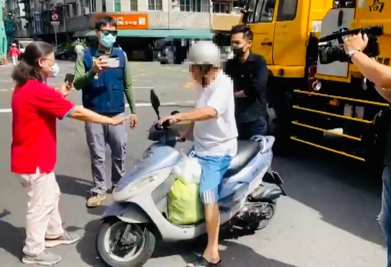 ▲民眾未戴口罩被拒收垃圾。(圖/高市府環保局提供)