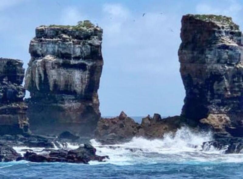 ▲達爾文拱門被列為世界遺產,但如今卻因為自然侵蝕而倒塌。(圖/翻攝自厄瓜多環境部Facebook)