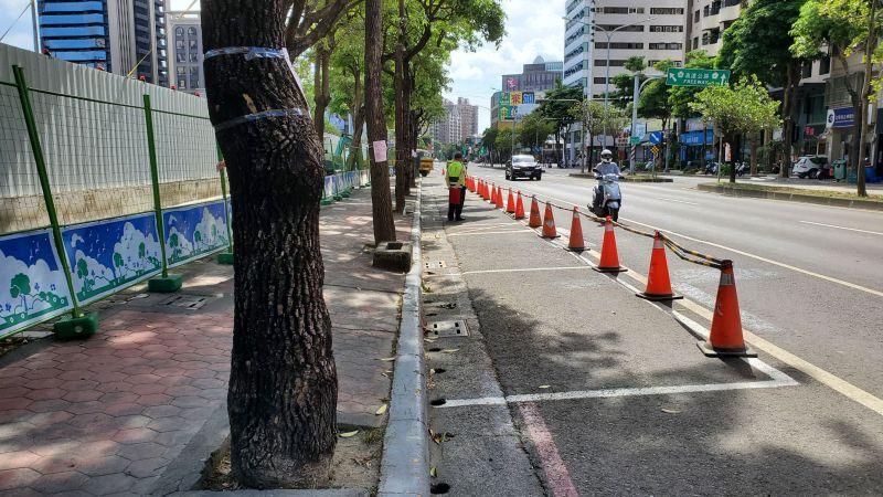 ▲林欽榮要求於6月中下旬完成周邊設施遷移及基地空間退縮以增加道路寬度。(圖/高市府捷運局提供)