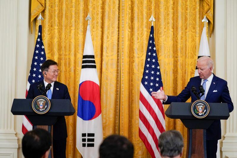 ▲美國總統拜登與來訪的韓國總統文在寅舉行峰會。這次峰會中,拜登將強調他對亞洲的戰略焦點,同時淡化處理來自中國和北韓挑戰會有快速進展的機會。(圖/美聯社/達志影像)