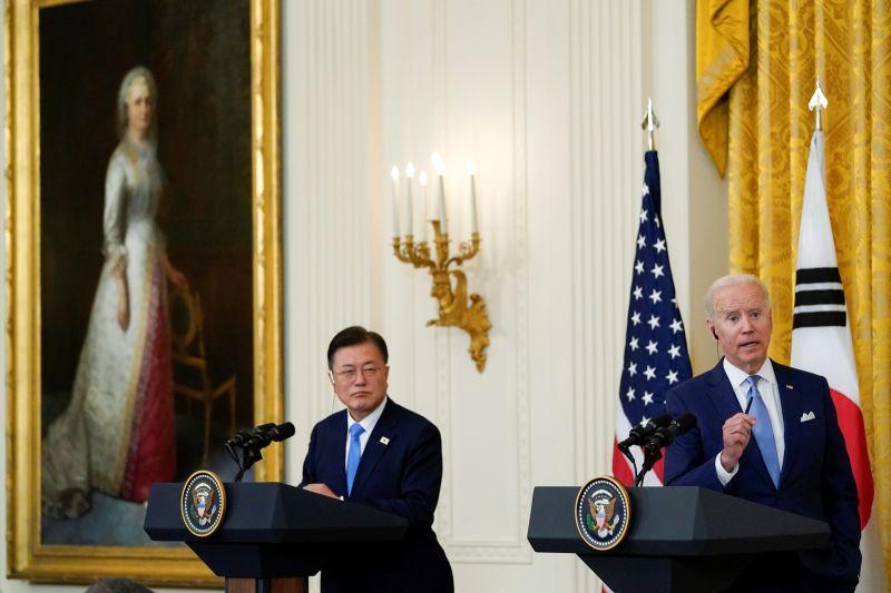 ▲韓國總統文在寅,為拜登上任來接待的第2位外國元首。2人除了聚焦北韓議題,也提到台海和平的重要。(圖/美聯社/達志影像)