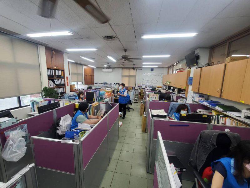 楊文科po出竹縣疫調辦公室照片:多一點鼓勵與打氣