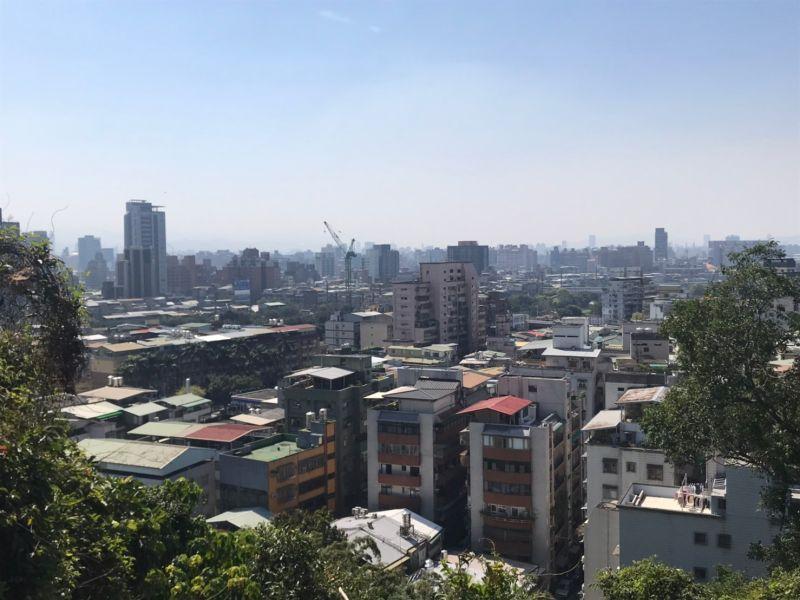 ▲近年來台灣低薪加上房價又高,讓不少人買房夢越來越遠。(圖/NOWnews資料照片)