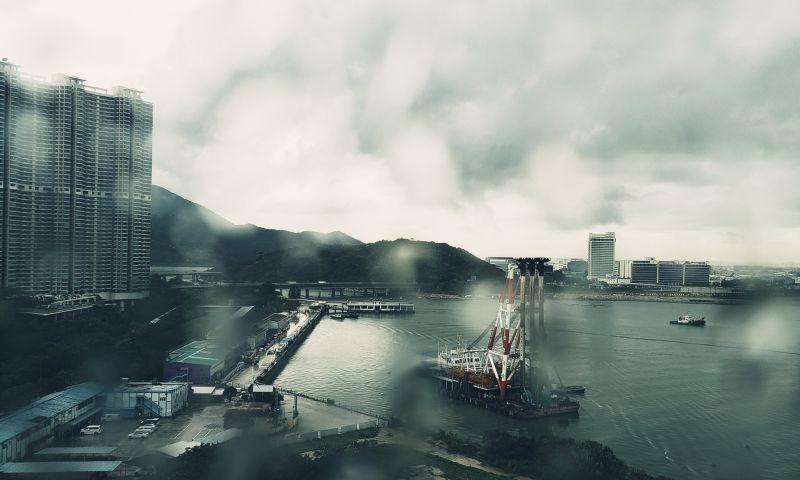 ▲藝人黃秋生今(25)日在臉書貼出回到香港的照片,立即引發網友熱議。(圖/翻攝自黃秋生臉書)