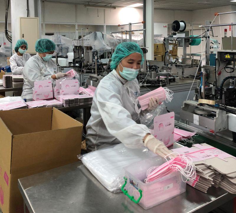疫情升溫     中衛口罩減少外銷9成產量留台灣守護全民