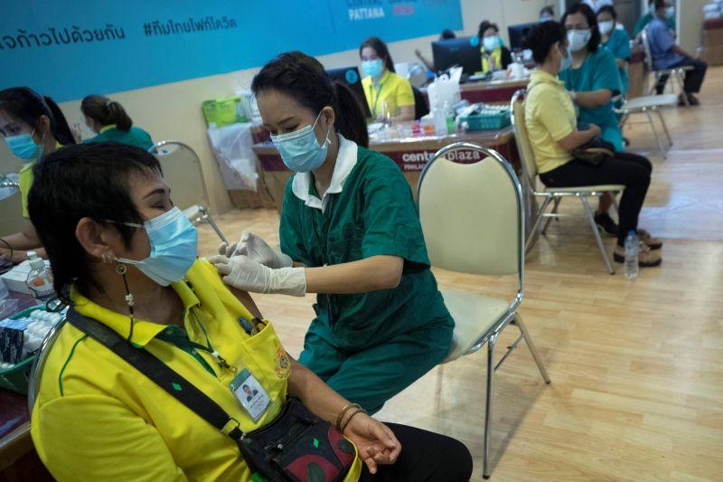 接種太慢惹民怨?泰王胞妹繞過政府買疫苗 衛生部長錯愕