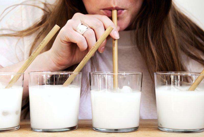 ▲ 買家庭號鮮奶時你曾注意過容量嗎?有網友發現市面上的牛奶容量數字都「不是整數倍」,好奇一查才發現這竟然是普遍的現象,話題曝光掀起熱議。(示意圖/取自unsplash)