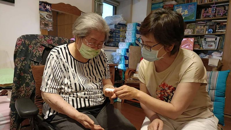 96歲嬤要留疫苗給年輕人施打 蔡壁如:政府為何不買足?