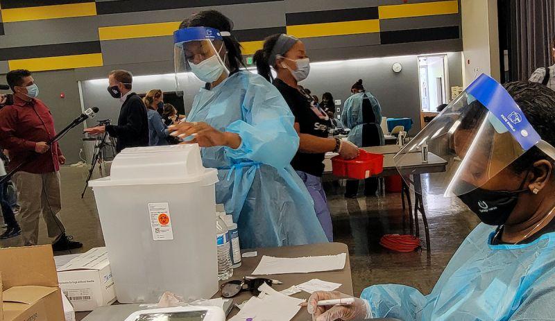▲美國近期新冠疫苗接種速度放緩,吸引許多外籍人士入境施打疫苗,意外帶動當地旅遊業。(圖/美聯社/達志影像)