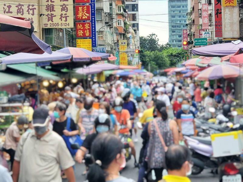 ▲公衛學者指出,台灣人的生活要如同去年恐怕不可能,應訂定「2.5級警戒」的防疫政策。(示意圖/NOWnews資料照)